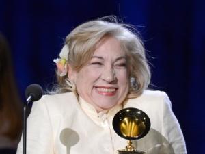 María Teresa Chacín con el Grammy