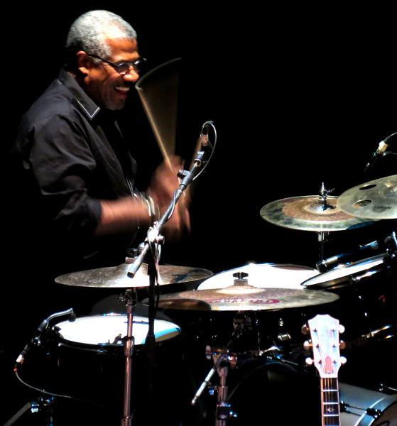 Frank Quintero en el dueto de batería
