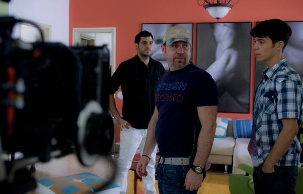 """Guillermo García, Miguel Ferrari e Ignacio Montes filmando """"Azul y no tan rosa""""."""