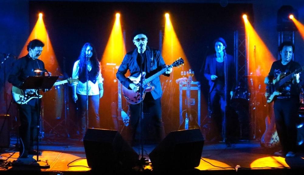Yordano y su banda en la presentación de Sueños Clandestinos